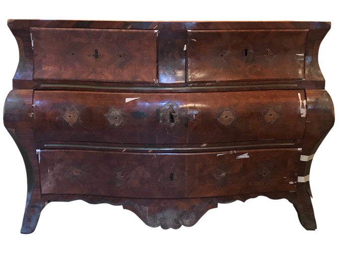 Avant restauration. Commode d'époque Régence